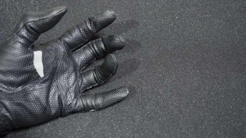 ゴルフ用の革手袋、手のひら側のイメージ。