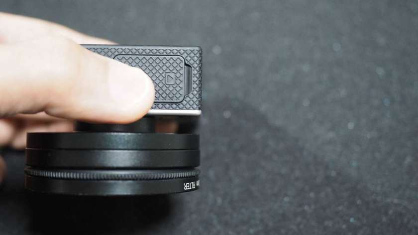 GoPro に 52mm レンズを取り付け側面から見た様子。