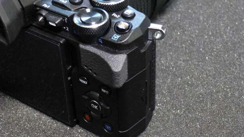 OM-D EM-5 Mark2 の親指グリップ。
